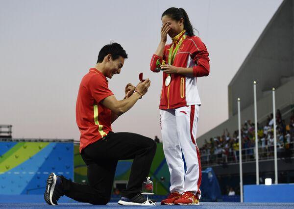 Цинь Кай сделал предложение Хэ Цзы в олимпийском бассейне в Рио