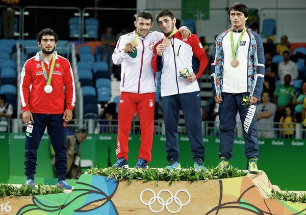 Мигран Арутюнян (слева)