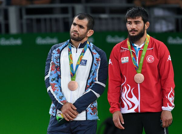 Слева направо: Джабраил Гасанов (Азербайджан) и Сонер Демирташ (Турция)