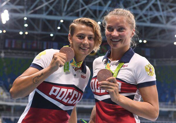 Ватерполистки сборной России Екатерина Прокофьева и Евгения Иванова (справа)