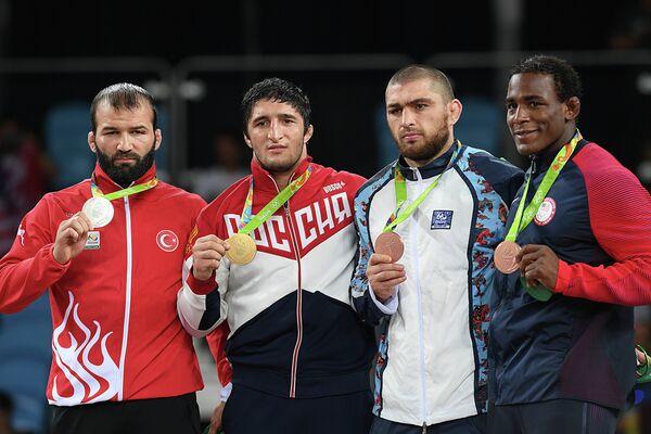 Селим Ясар (Турция), Абдулрашид Садулаев (Россия), Шариф Шарифов (Азербайджан) и Джейден Кокс (США) (слева направо)