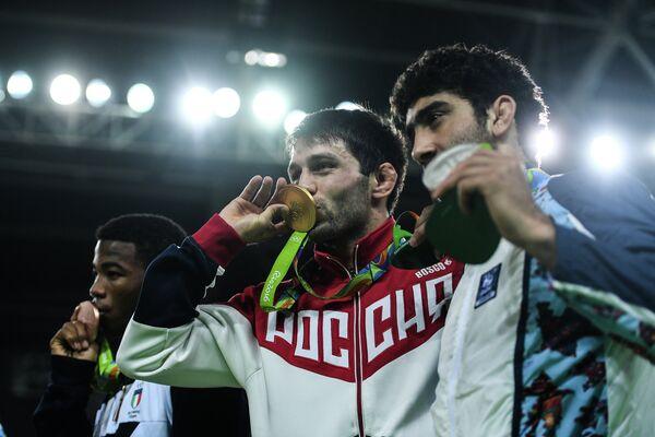 Франк Камидзо (Италия), Сослан Рамонов (Россия) и Тогрул Асгаров (Азербайджан) (слева направо)