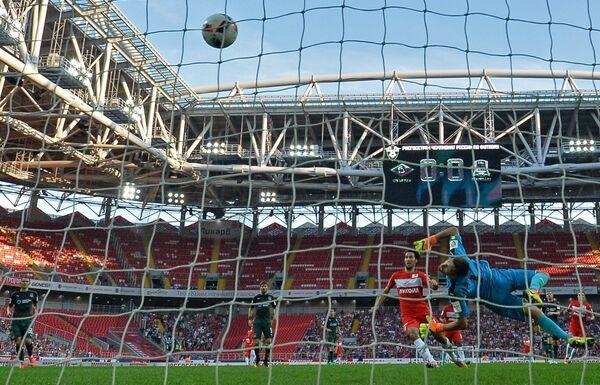 Игровой момент матча 4-го тура чемпионата России по футболу Спартак - Краснодар