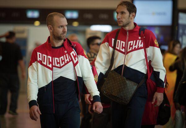 Волейболисты Алексей Вербов (слева) и Андрей Ащев