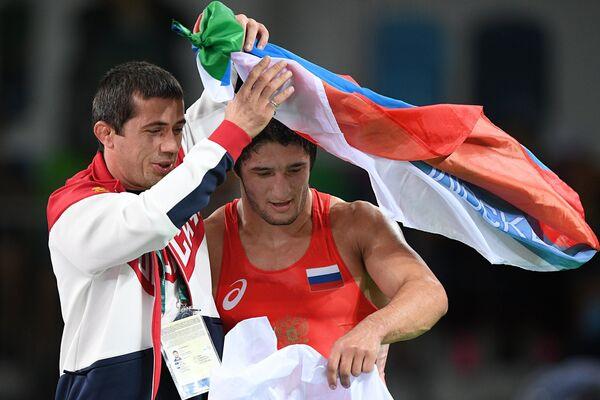Справа: Абдулрашид Садулаев