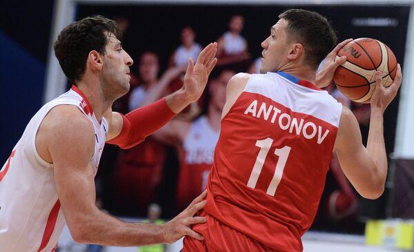Форвард сборной России Семен Антонов (справа)
