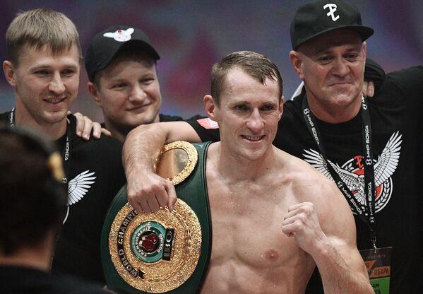 Эдуард Трояновский (Россия) (в центре)