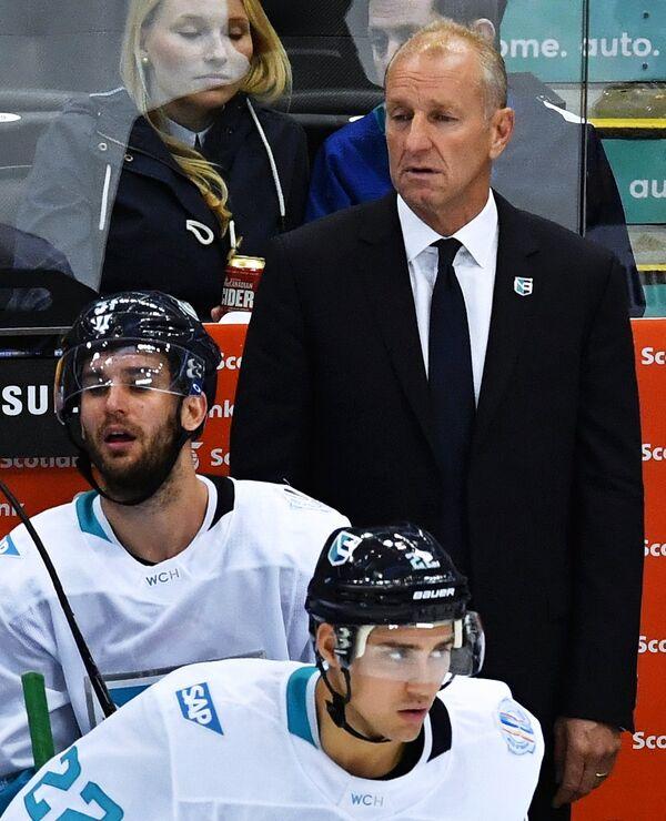 Главный тренер сборной Европы Ральф Крюгер (справа)