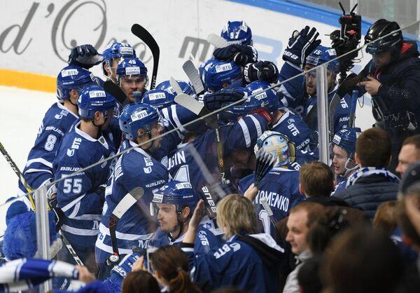 Игроки Динамо радуются победе