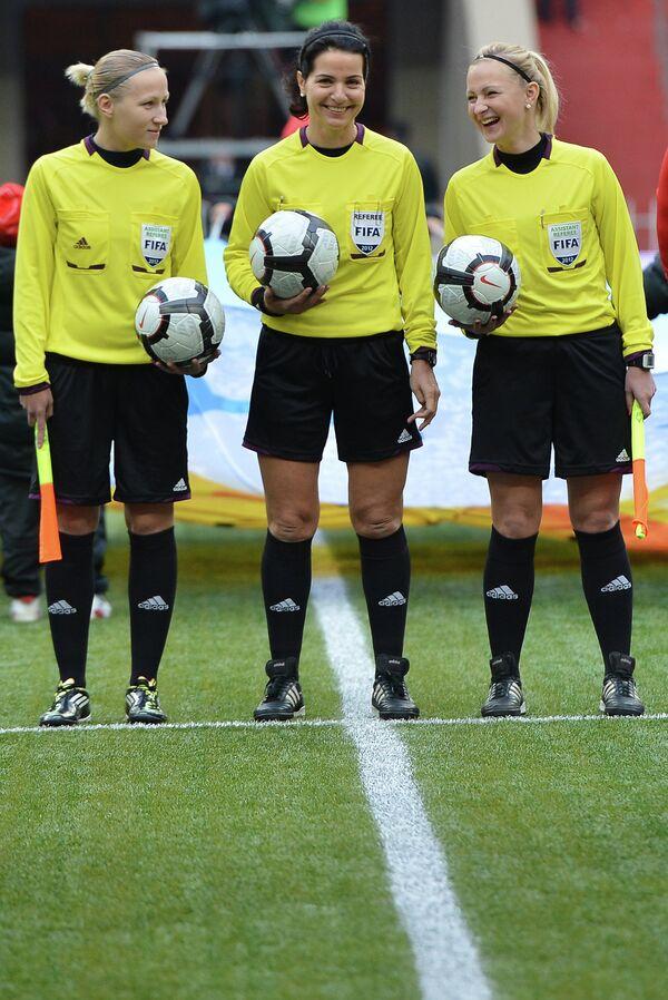 Женская судейская бригада в составе Яны Мазановой, Наталии Авдонченко, Екатерины Курочкиной (слева направо)