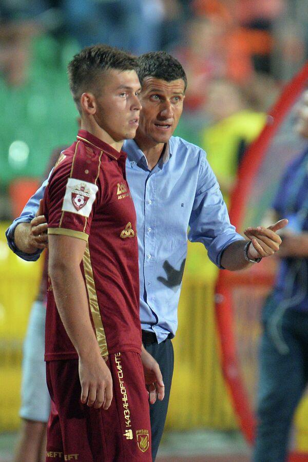 Игрок Рубина Рифат Жемалетдинов (слева) и главный тренер Рубина Хави Грасия