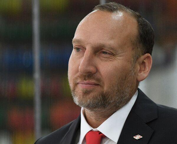 Исполняющий обязанности главного тренера ХК Спартак Алексей Ярушкин