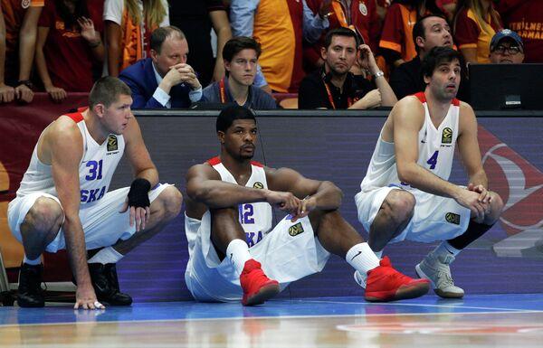 Виктор Хряпа, Кайл Хайнс и Милош Теодосич (слева направо)
