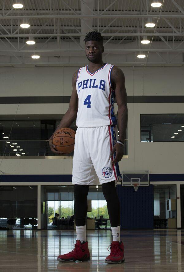 Центровой клуба НБА Филадельфия Севенти Сиксерс Нерленс Ноэл