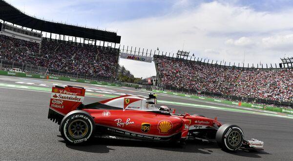 Пилот Феррари Кими Райкконен на дистанции Гран-при Мексики