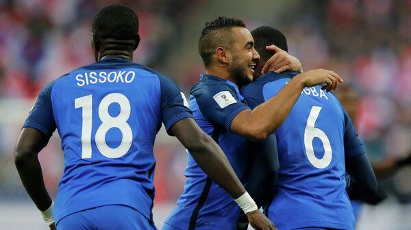 Полузащитники сборной Франции по футболу Мусса Сиссоко, Димитри Пайет и Поль Погба (слева направо)