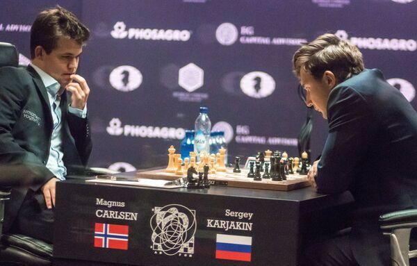 Сергей Карякин (справа)