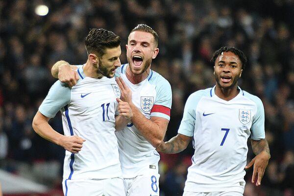 Полузащитники сборной Англии Адам Лаллана, Джордан Хендерсон и Рахим Стерлинг (слева направо)