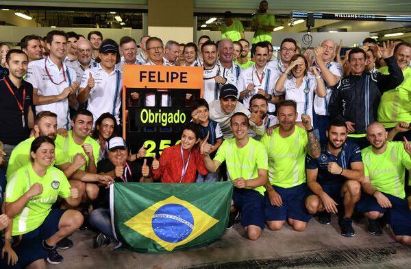 Команда Уильямс благодарит бразильского пилота Фелипе Массу, который провел свою последнюю гонку в Формуле-1