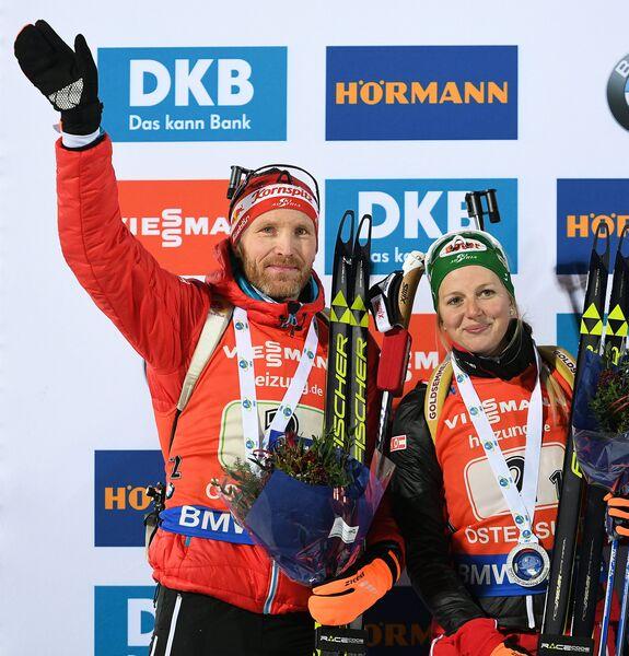 Биатлонисты сборной Австрии Лиза Тереза Хаузер и Симон Эдер
