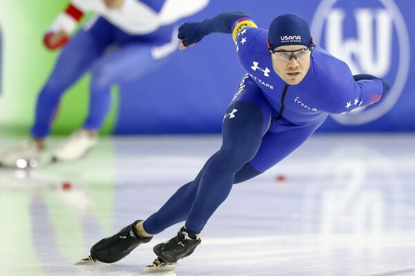Американский конькобежец Джоуи Мантиа