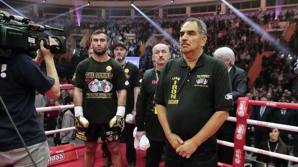 Один из самых знаменитых тренеров по боксу Абель Санчес (справа)