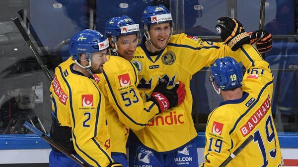 Хоккеисты сборной Швеции Симон Бертильссон, Андреас Турессон, Александер Бергстрём и Патрик Закриссон (слева направо)
