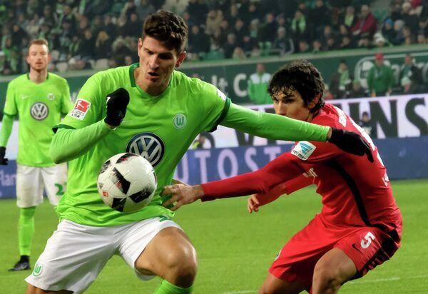 Игровой момент матча Вольфсбург - Айнтрахт