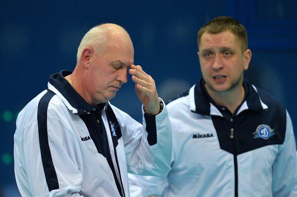 Главный тренер ЖВК Динамо Юрий Панченко (слева) и старший тренер клуба Александр Сукомел