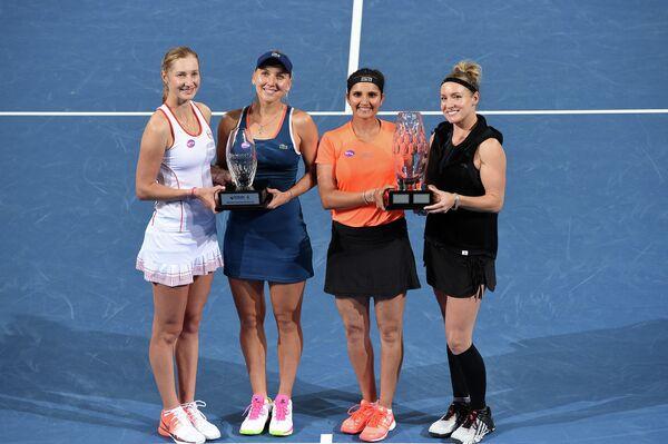 Екатерина Макарова, Елена Веснина, Саня Мирза и Бетани Маттек-Сандс (слева направо)