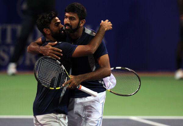 Индийские теннисисты Рохан Бопанна (справа) и Дживан Недунчежиян