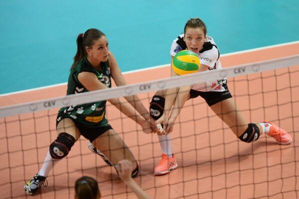Волейболистки Дрезднера Мирти Счут (слева) и Катарина Швабе