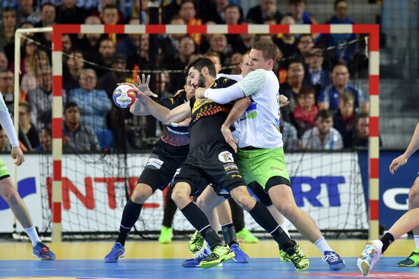Игровой момент матча Словения - Испания