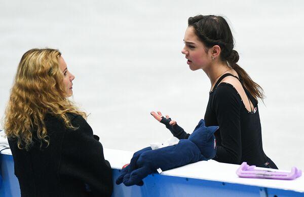 Евгения Медведева и ее тренер Этери Тудберидзе