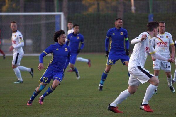 Игровой момент товарищеского матча между ФК Ростов и польской Ягеллонией