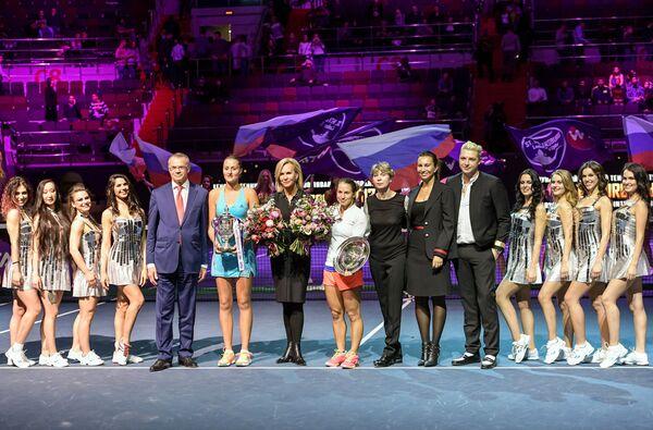 Церемония награждения после финального матча в одиночном разряде на турнире St.Petersburg Ladies Trophy 2017