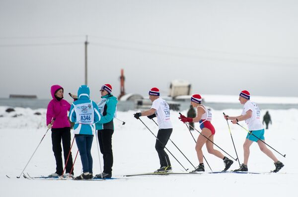 Участники всероссийской массовой лыжной гонки Лыжня России - 2017
