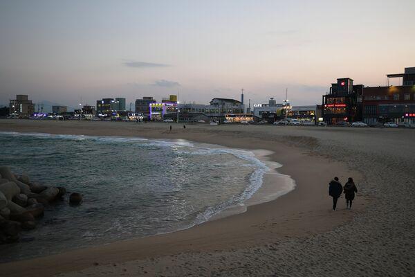 Пляж Gyeongpo Beach в городе Каннын в Республике Корея