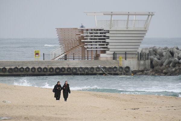 Пляж Gyeongpo Beach в городе Каннын, Республика Корея