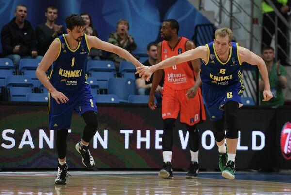 Игроки БК Химки Алексей Швед (слева) и Робби Хаммел