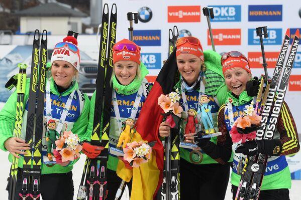 Немецкие биатлонистки Надин Хорхлер, Марен Хаммершмидт, Дениз Херманн, Франциска Хильдебранд (слева направо)