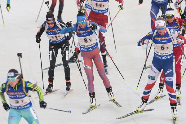 Татьяна Акимова (в центре)