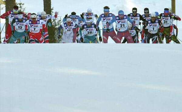 Лыжники на дистанции на дистанции гонки на 50 км свободным стилем на чемпионате мира по лыжным видам спорта в финском Лахти