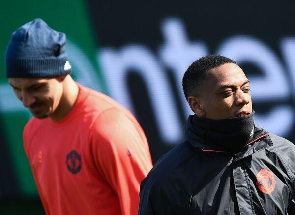 Нападающие ФК Манчестер Юнайтед Антони Марсьяль (справа) и Златан Ибрагимович