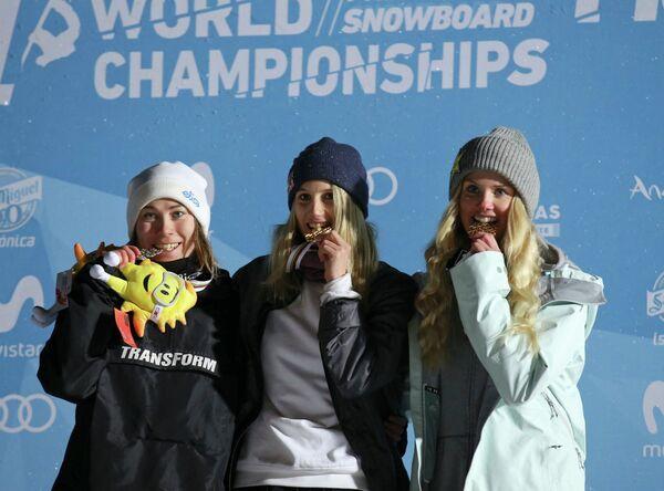 Финка Энни Рукаярви, австрийка Анна Гассер и норвежка Силье Норендаль (слева направо)