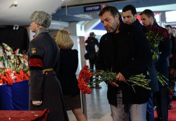Олег Знарок на церемонии прощания с Сергеем Гимаевым