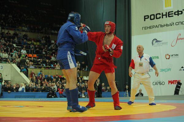 Александр Туровский (справа)