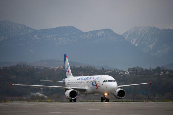Самолет с игроками сборной России по футболу в международном аэропорту Сочи