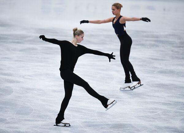 Слева направо: Мария Сотскова и Анна Погорилая