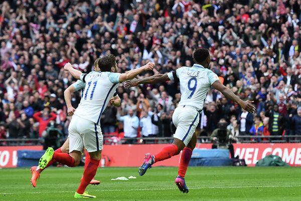 Форвард Сандерленда и сборной Англии по футболу Джермейн Дефо (справа)